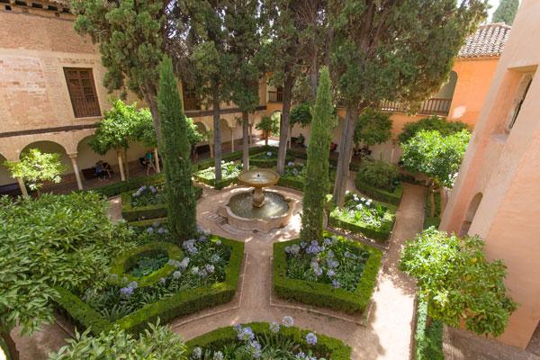 Un jardin d 39 inspiration mauresque jardins aquatiques for Jardin hispano mauresque